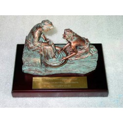 Jesus Washes Disciple's Feet - Bronze (Scripture in Chinese)