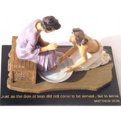 Jesus Washes Disciple's Feet - Purple Dress (Scripture in Chinese)